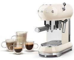 machine à cuisiner smeg adds the ecf01 espresso machine to its retro kitchen range