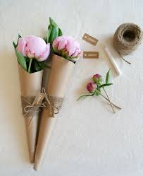 paper wrapped flowers how to wrap a single in paper 搜索 carnation