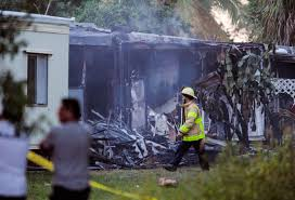 2 killed when small plane crashes into mobile homes in florida