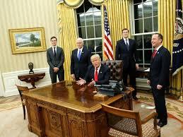 bureau president americain séquence décoration dans le bureau ovale