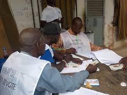tenue d un bureau de vote guinée les élections locales se déroulent dans un climat morose