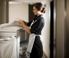 femme de chambre métier d entretien travail de nettoyage industriel les
