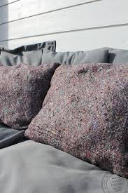 Upcycled Pillows - aj aj inte slänga trasiga saker gör något nytt av dem istället