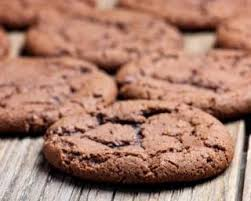 cuisiner sans sucre recette de cookies tout chocolat sans sucre aux kinder schoko bons