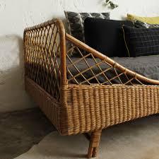 salon de veranda en osier tete de lit osier lit rotin vintage forme corbeille atelier du