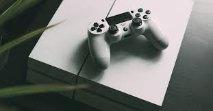 sony si e social playstation says ps4 is reaching phase of cycle