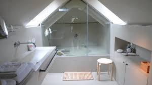 salle de bain dans une chambre la salle de bain chambre le pigeonnier picture of la villa