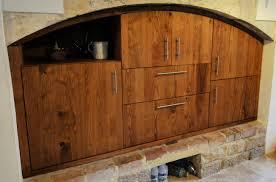 porte de placard de cuisine sur mesure cuisine en châtaignier massif sur mesure dans le sud de la france