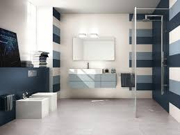 badezimmer dunkelblau blaue fliesen fürs badezimmer 25 moderne beispiele
