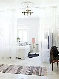 ceiling hung room dividers seprte nd bed instlling trck pnels nd