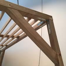 comment fermer une pergola construire une pergola en bois pour les makers