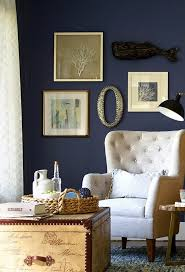 idée de canapé déco idée peinture murale couleur indigo canapé blanc coffre