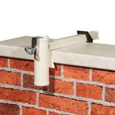 sonnenschirmhalter balkon sonnenschirmhalter videx für balkon mauerbrüstung weiß