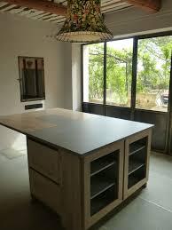 ilot de cuisine en bois cuisine design vaucluse 84 cuisine bois brut ilot central dekton