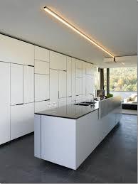 glaspaneele küche einfaches kleine weie kche hochglanz ohne griffe glaspaneele