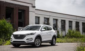 hyundai tucson night hyundai tucson adds apple carplay android auto for 2017 u2013 news