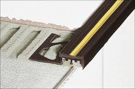 treppe fliesen kante betontreppenstufen mit schräger kante fliesen