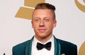 hair cut with a defined point in the back macklemore no longer has that fashy haircut that neo nazis seem