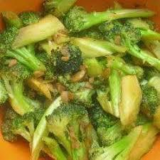 cuisiner le brocolis frais recette sauté de brocolis rapide toutes les recettes allrecipes