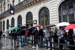 Apple Store Paris People Waiting Line Apple Store Stock Photos Images U0026 Pictures
