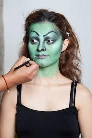 cream halloween makeup miley cyrus vmas laura prepon how to inspiration plum lipstick