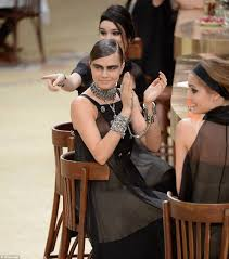chanel si e social cara delevingne and kendall jenner walk for chanel s fashion