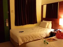 rooms to go twin beds first night at the hotel happy days twin beds picture of go
