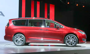 chrysler car 2016 2016 detroit auto show chrysler introduces pacifica minivan
