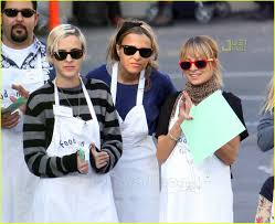 pregnant thanksgiving nicole richie u0027s thanksgiving homeless shelter photo 753621