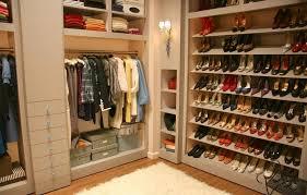 bedroom design stylist highheels walkin closet white rugs wall