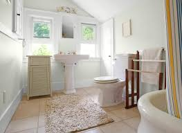 hallway bathroom in glidden morning hush white paint colors