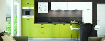 cuisine verte et marron couleur meuble cuisine tendance modele cuisine cuisines bois