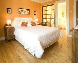 deco chambre orange chambre orange déco orange room deco photo de gîte de