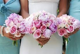 wedding bouquets cheap wedding flowers what are the cheapest weddings flowers