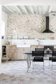 cuisiner une vieille rénovation vieille maison 15 photos de séjours rénovés avec goût