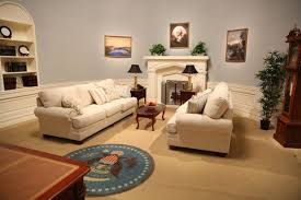 oval office decor history youtube built detailed replicas of the oval office in its offices