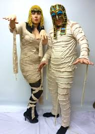 mummy halloween costumes 27 couple halloween costumes for you u0026 your partner livinghours