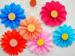 Easy Icing Flowers - accordion paper flowers diycandy com