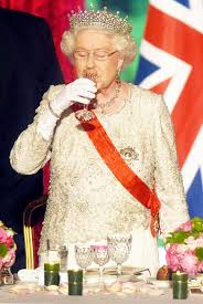 Queen Elizabeth 2 Queen Elizabeth Ii Has Four Alcoholic Drinks Every Day