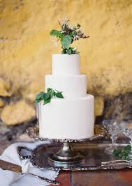 white wedding cake with green leaves wedding cake
