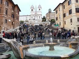 spanische treppe in rom fontana della barcaccia mit spanische treppe bild piazza di