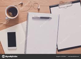 travailler dans un bureau d 騁ude ordinateur portable avec mobile haut de la page vue étude et