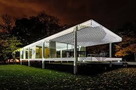 Design House Lighting by Mies Van Der Rohe U0027s Iconic Farnsworth House Gets The Projection