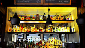 alcoholic drinks at a bar eating and drinking i amsterdam