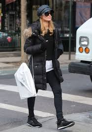 Apple Store Paris by Paris Hilton Shopping At The Apple Store In New York 03 05 2016