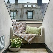 canapé balcon idee deco petit balcon ville coussin canape confort dehors coolchizine