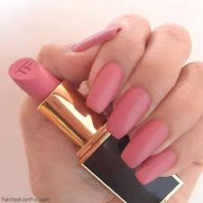 beauty blogger lala combined tom ford matte pink lipstick with
