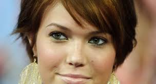 most flattering hairstyles for double chins short haircuts for fat faces and double chins haircutstyle site