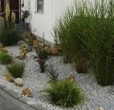 gartengestaltung mit steinen und grsern vorgarten mit steinen und gräsern garten mit kies