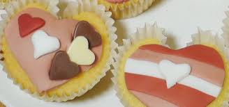 How To Decorate Heart Shaped Cake How To Make Heart Shaped Cupcakes For A Valentine U0027s Day Surprise